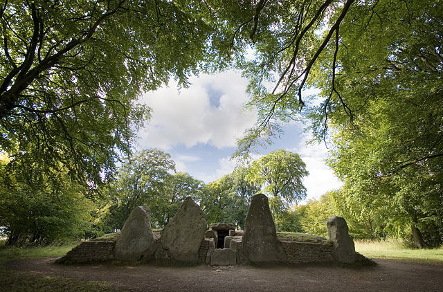 Wayland's Smithy - the real one: proof positive of the story's antiquity!